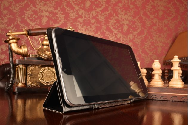 Чехол с вырезом под камеру для планшета Acer Iconia Tab A110/A111 с дизайном Smart Cover ультратонкий и лёгкий. цвет в ассортименте